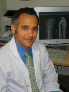 Doctor Hamid Fahandezh-Saddi Díaz